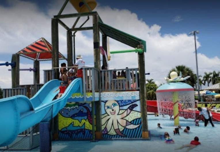 Grapeland Water Park is the best choice.